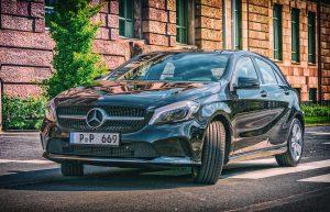 Come scegliere un'auto lussuosa: consigli, noleggio a lungo termine e risparmio