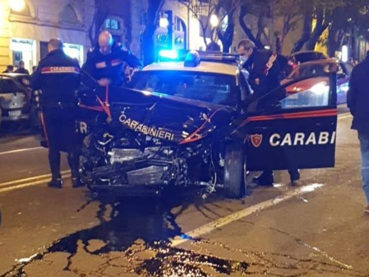 incidente frontale carabinieri