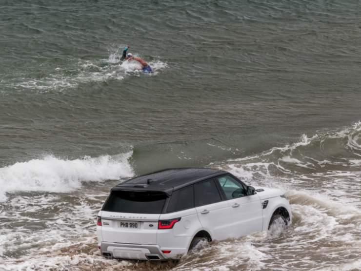 Range Rover Sport in acqua