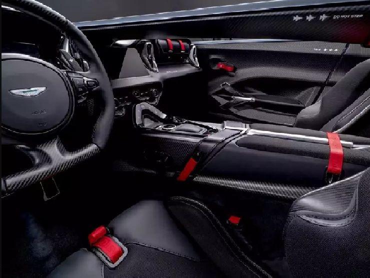 Aston Martin V12 Speedster interni