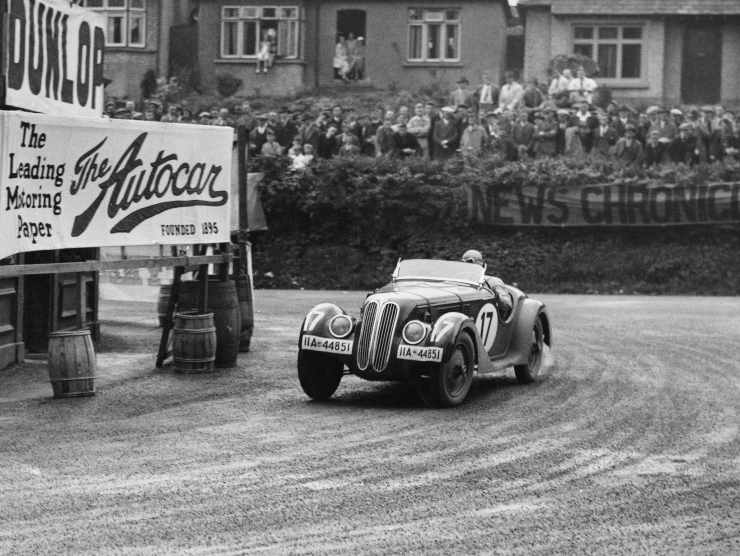 BMW 328 nel 1936 (Getty Images)