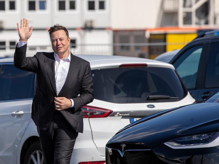 Elon Musk e Tesla (Getty Images)