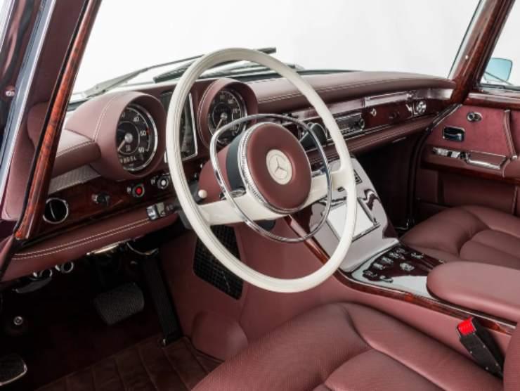 Mercedes Benz 600 interni