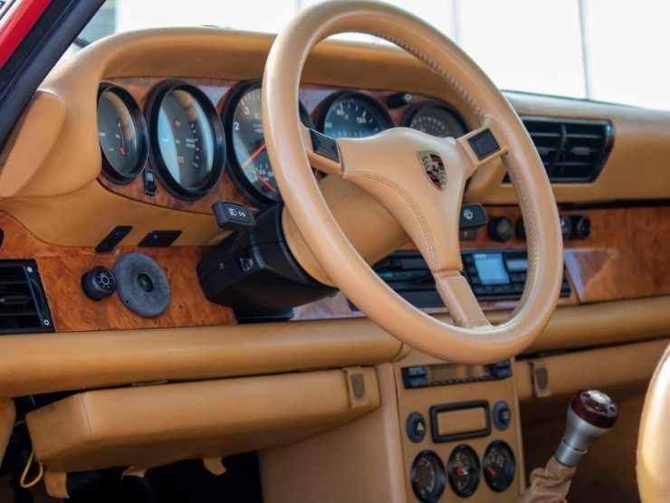 Interni della Porsche 930 Turbo (mecum.com)