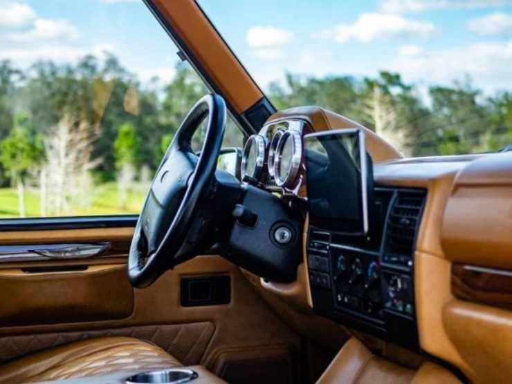 Gli interni del Land Rover