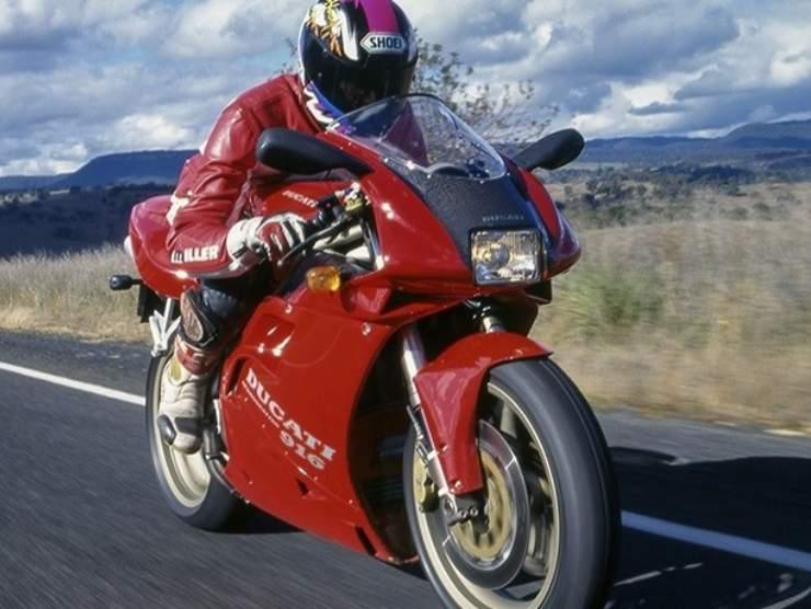 Ducati 916 Honda RC Svizzera Australia horror