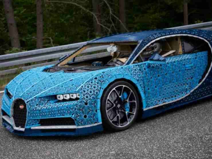 Bugatti Chiron Lego 2 (Lego.com)