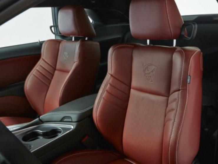 Dodge Challenger SRT Demon interni