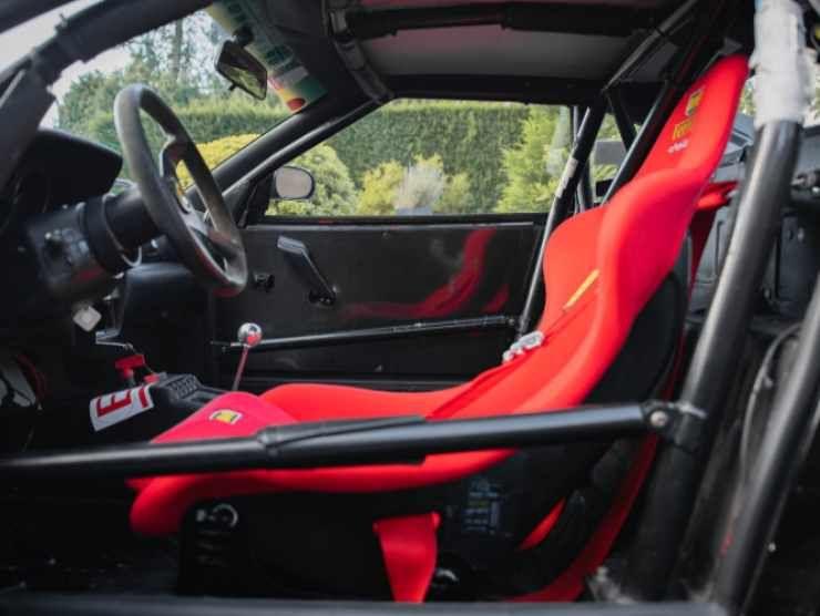 Gli interni della Ferrari F355 Challenge (Collecting Cars)