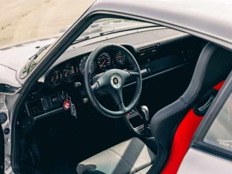 Porsche 993 GT2 interni (Collecting Cars)
