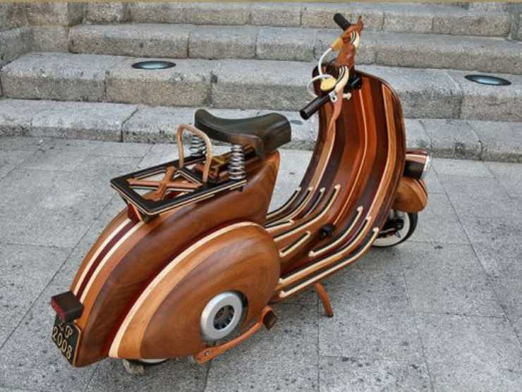 Vespa in legno Carlos Alves (web source)