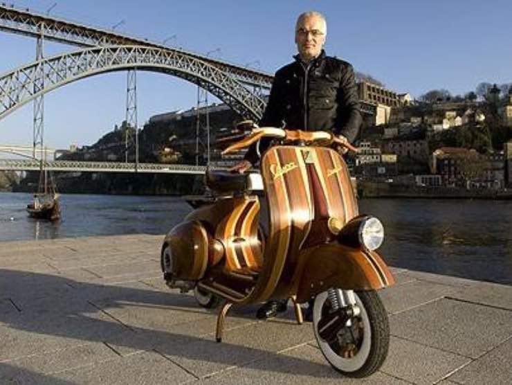 Vespa in legno Carlos Alves