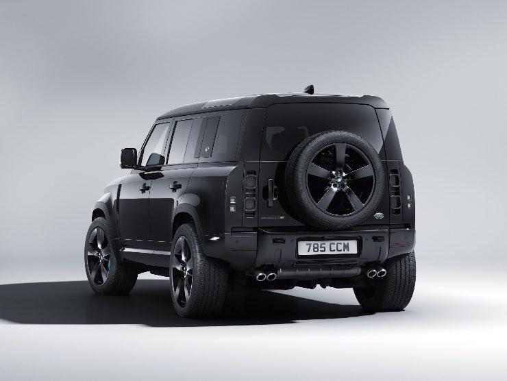 Range Rover Defender V8 007 Bond Edition
