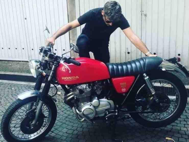 Malika Ayane Honda CB 400 (Instagram)