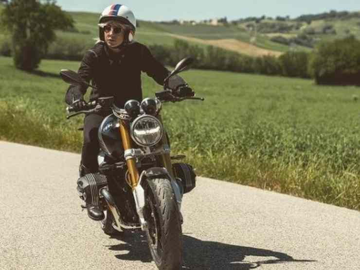 Malika Ayane moto BMW (Instagram)