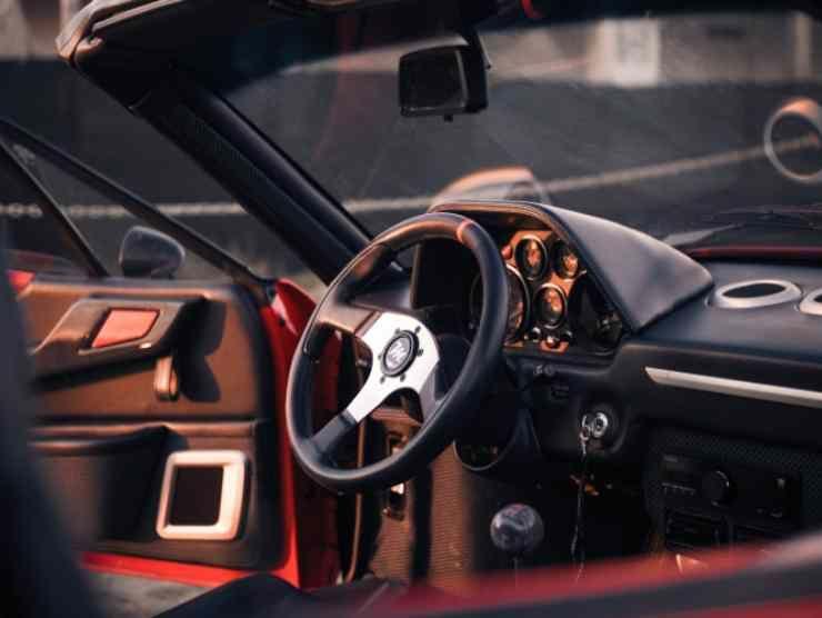 Project M Ferrari 308 Restomod interni